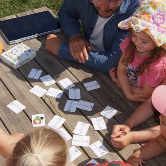 Spiele, Puzzles und Kinderbuch